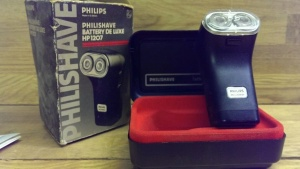 A vintage made in Gt Britain Phillips battery shaver.