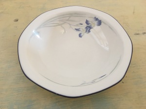 Royal Doulton Minerva bowl, dated 1989, Made in England. Photograph by author.