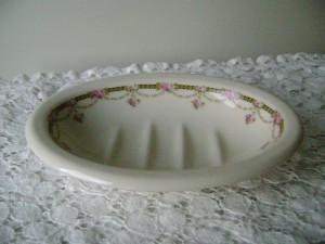 Vintage Kernewek soap dish. Made in England. Front view.