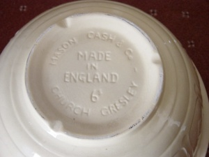 A Mason Cash made in England mixing bowl. Photograph by author.