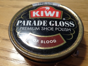 An old tin of Kiwi Ox Bood shoe polish (Sara Lee; made in England). Top view.