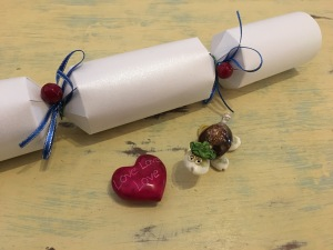 Simply Crackers White Christmas Crackers contain great gifts too. The turtle from our 2016 crackers below is made of tiny little sea shells and the red heart is solid stone.