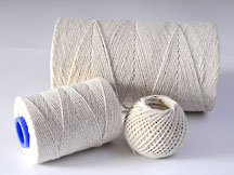 Everlasto natural cotton string general purpose twine. Popular uses for cotton string include wrapping, tying, food servicing, advertisng, toys and many general practical and craft uses. Made in England by James Lever and Sons.