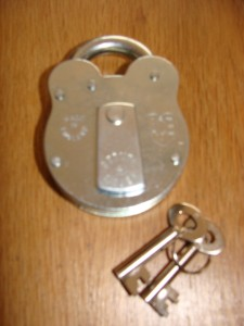 Ace Old English 4 Lever Steel Padlock Made In England.