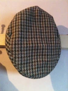 A vintage made in Britain BHS flat tweed cap (60% wool, 40% polyester; Ex large)