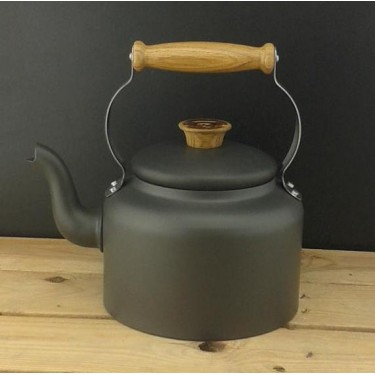 Netherton Foundry traditional stove top 3.5 pint kettle. Made in Britain.