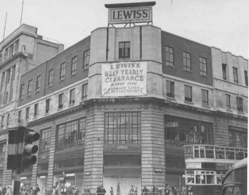 11th July 1947. View of South-East corner of Lewis's Department store on the corner of the Headrow and New Briggate, Leeds.