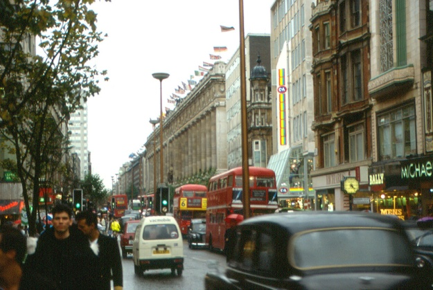 London Oxford Street in 1987, with Selfridges on the right.