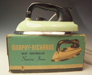 A 1950's Morphy-Richards iron with original box. OLD MORPHY RICHARDS HEAVY ELECTRIC IRON MODEL PA75 MADE IN ENGLAND. Not sure when this was made, perhaps during the 1950s.